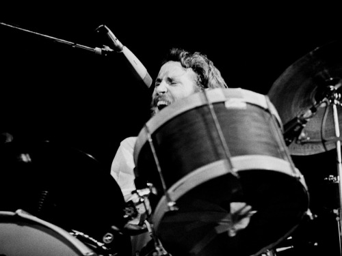 "nprmusic:  RIP Levon Helm. The 71-year-old lost a battle with cancer when he died Thursday afternoon in New York City.  All Things Considered contributor Will Hermes remembers seeing the legendary drummer and singer at a roadhouse in Minneapolis: ""It was like seeing the Rockies or the Grand Canyon."" Photo: Jan Persson/Referns  Levon Helm: The 2007 Fresh Air Interview"