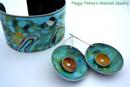 My Chattanooga friend Peggy Petrey is making this jewelry and it just rocks!