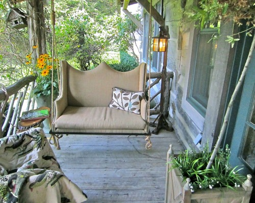 missingsisterstill:  Front Porch Decor (swing and more)