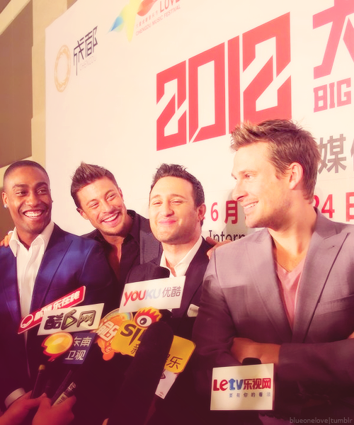 blueonelove:  Big Love Music Festival Press Conference - Chengdu, China (April, 17th)  Gorgeous guys!