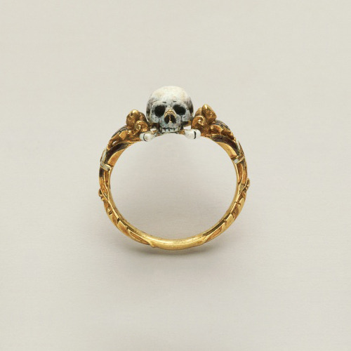killyourinspiration:  Memento mori skull ringGoldsmith's Art, Germany, ca. 1600-1625 (Photo By DEA / G. CIGOLINI/De Agostini/Getty Images)