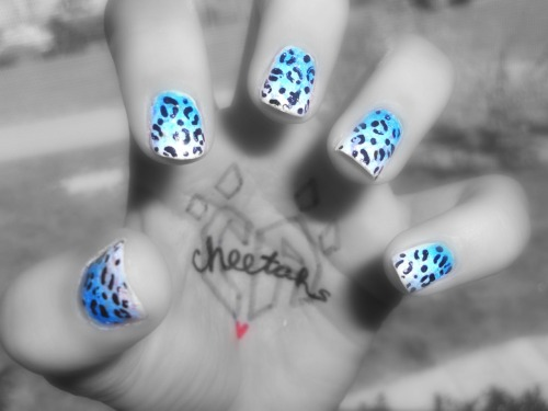cheerleaderxo:  did my nails just like this this week(:  www.igotcheerleaderswag.tumblr.com