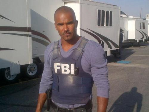 @Cheekv: It's the super hero of the 9:00 pm hour on Wednesdays Shemar Moore aka Derek Morgan on set today looking mean!