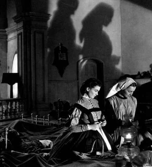 Vivien Leigh & Olivia de Havilland in Gone With the Wind (1939, dir. Victor Fleming) (via)