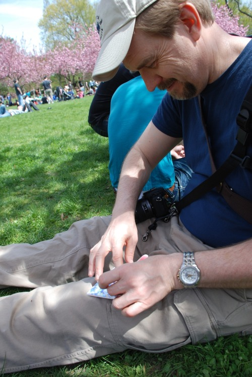 SST - Making origami pinwheels under cherry blossoms. Wut? That's not sexy?  Well, when you're with the most wonderful woman in the world, it sure is.  <3