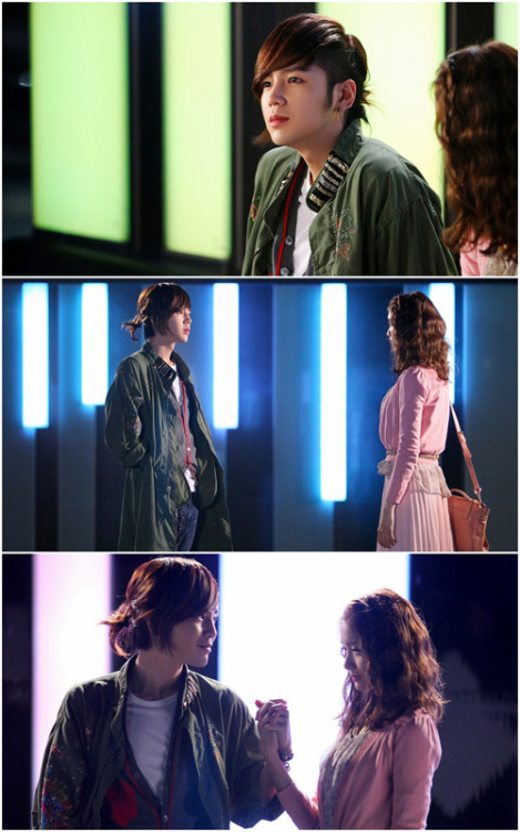 missodyditees:  kapamilyanovelaaddict:  Jang Geun Suk and YoonA Hold Hands On Their First Date in 'Love Rain'  Luv love rain~  I desperately want to see ttìhis dorama èwé