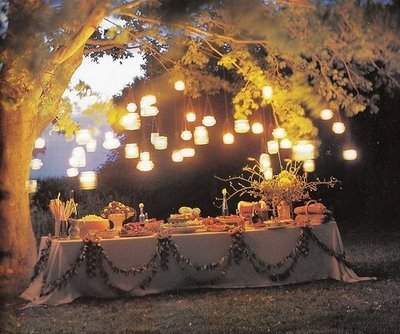 dining al fresco (via The Modern Girl Style Archives 2006-2010: How to Set the Mood for Any Outdoor Party)
