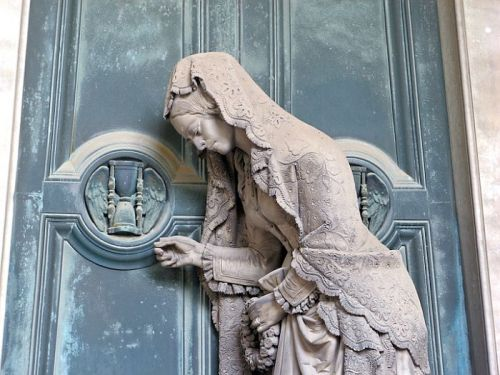 Staglieno Cemetery of Genoa, Italy, is visited not so much because it is a resting place for the dead, but because of its exquisite sculptures. Mark Twain and Friedrich Nietzsche were said to have been fascinated by the beautiful work it held.