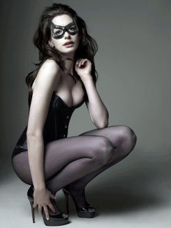 Anne Hathaway will be the purffect Catwoman. Cant wait. Almost here!!!!!!!!!!