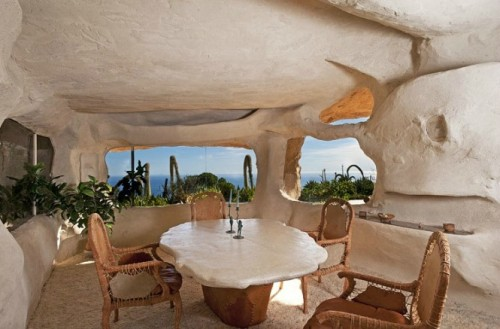 (via Flintstones Style House In Malibu)