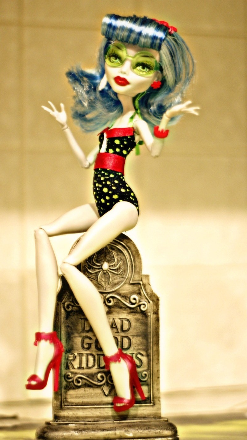 analoggirldigitalworlddd:  Pin Up Ghoulia