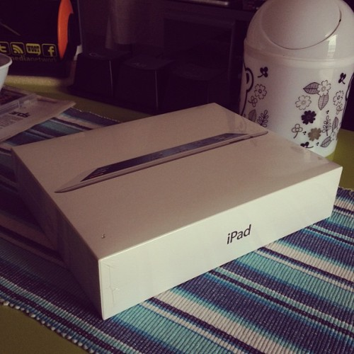 Terjumpa tiba-tiba dah ada atas meja. lol #apple #ipad3 #ipadHD #thenewipad #machines (Taken with Instagram at Oh! Media Network, Desa Pandan)