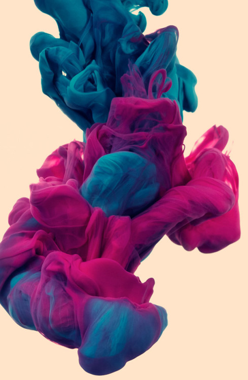 charmaineolivia:  Underwater Ink Photography by Alberto Seveso
