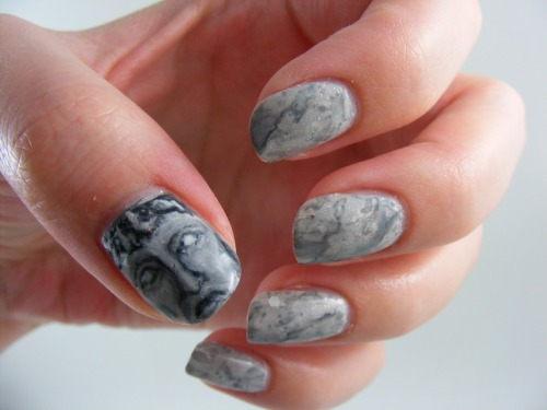 fangirlfindings:  I'm loving these nails!  omfg DON'T BLINK