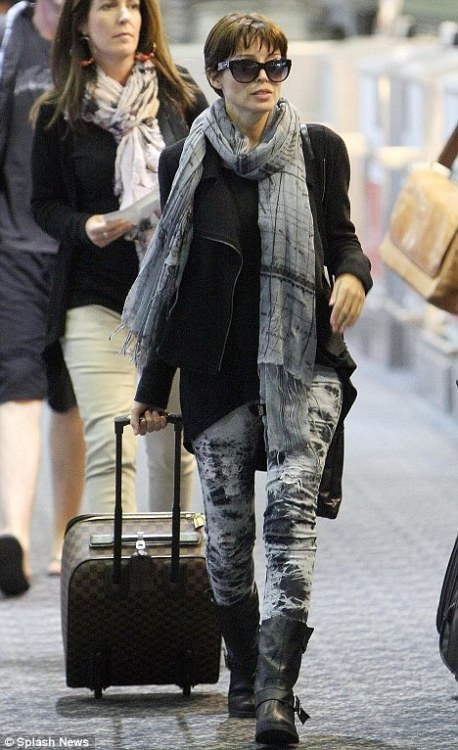 Celebrity Scarf Watch: Danii Minogue wearing a fantastic map print grey scarf in Melbourne.