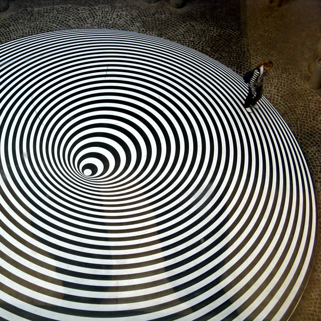 Op Art Carpet by Marina Apollonio http://www.facebook.com/photo.php?fbid=297527870315372&set=a.225969164137910.53463.225961950805298&type=3&permPage=1