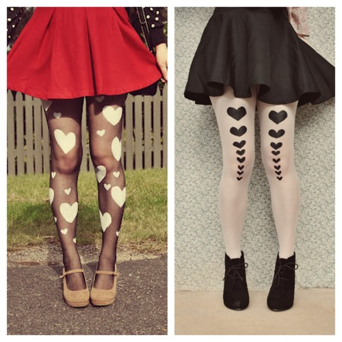 truebluemeandyou:  DIY Stenciled Tights. Another project to file away until next fall or winter. I follow a lot of Australian blogs that are experiencing the opposite season we are - thus they post things for colder seasons during our summer. Tutorial and photos from the pineneedle collective here.