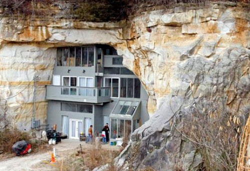 thekhooll:  Gorgeous Modern Home is Built Inside a Cave- Festus cave home Modern living meets subterranean splendor in this gorgeous home nestled inside of a 15,000-square foot sandstone cave in Festus, Missouri. Built by Curt and Deborah Sleeper, the underground abode features modern interior spaces that blend with the beautiful unfinished sandstone walls to create an incredible example of energy-efficient architecture. Geothermal heating and smart passive design keeps the interior comfortable while completely eliminating the need for a furnace or air conditioning. Read  More On Inhabitat