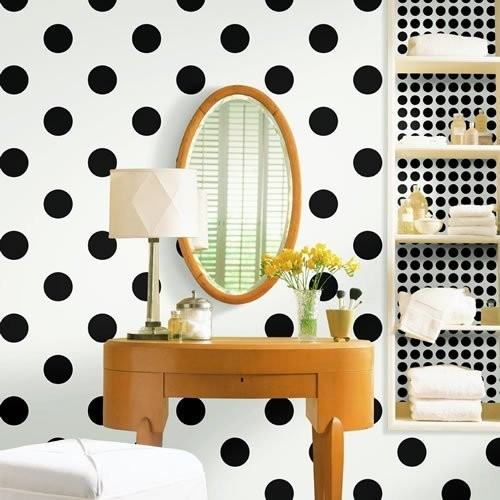 a-silly-little-moment:  coveting this polka dot wallpaper