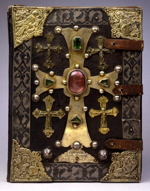 mellebulle:  Thirteenth-century Armenian T'oros Roslin Gospels, with the symbols of the four Evangelists in the corners. (Walters Museum)