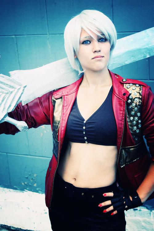 Dante (female version) from Devil May CryCosplayer: Maria MukhinaPhotographer: shiro-xm