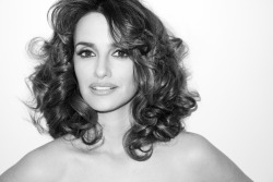 terrysdiary:  Penelope Cruz outtake #1    I'd want pictures of my friends like this. It's so in-the-moment, I love it. It gets a yes.