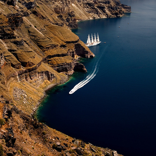 travelingcolors:  Fira, Santorini | Greece (by stoncel | via vacilandoelmundo)