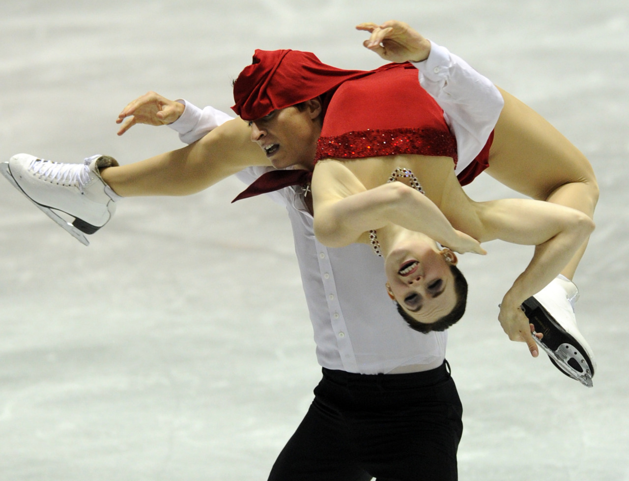 nationalpostsports:  Canada's Tessa Virtue and Scott Moir get a little tangled up during the free dance event  of the World Team Trophy 2012 figure skating competition. (Photo: Toshifumi Kitamura/AFP/ Getty Images)