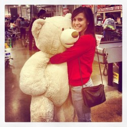 Happiest day of my life. #big #ass #Teddy #bear #cosco #happy #smile #instagram #iphone4 (Taken with instagram)
