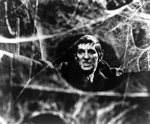 http://www.nydailynews.com/entertainment/television/jonathan-frid-star-original-dark-shadows-dead-87-weeks-movie-version-hits-theaters-article-1.1064327