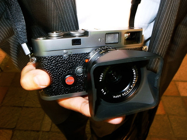 mistreet:  Leica MP Titanium by tokyo camera style on Flickr.