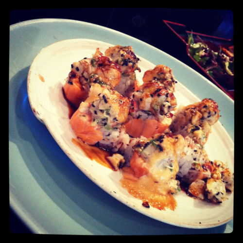 theqwok:  Volcano Roll from Tomo  Omg I just jizz in my pants every time I eat this! So flavorful and everything just melts in your mouth.  Let me keep craving this omg @o@