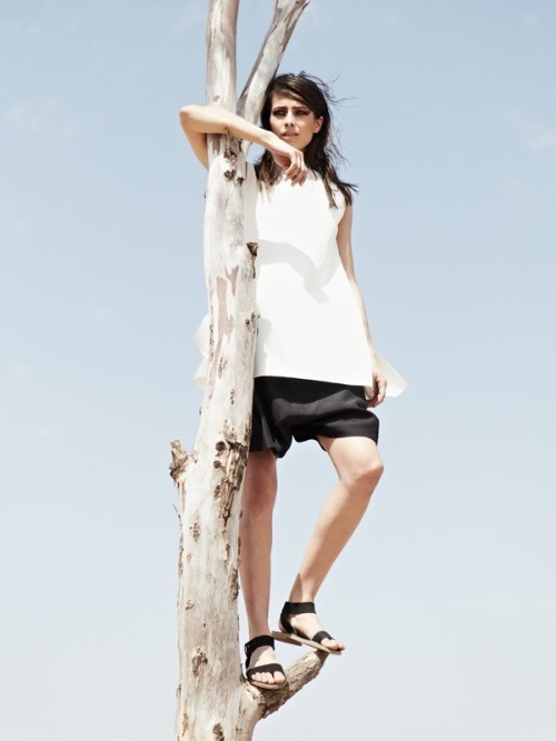 icekev:  LN-CC SPRING / SUMMER 2012 Yang Li's oversized sleeveless box top and damir doma's front pleat drop crotch short