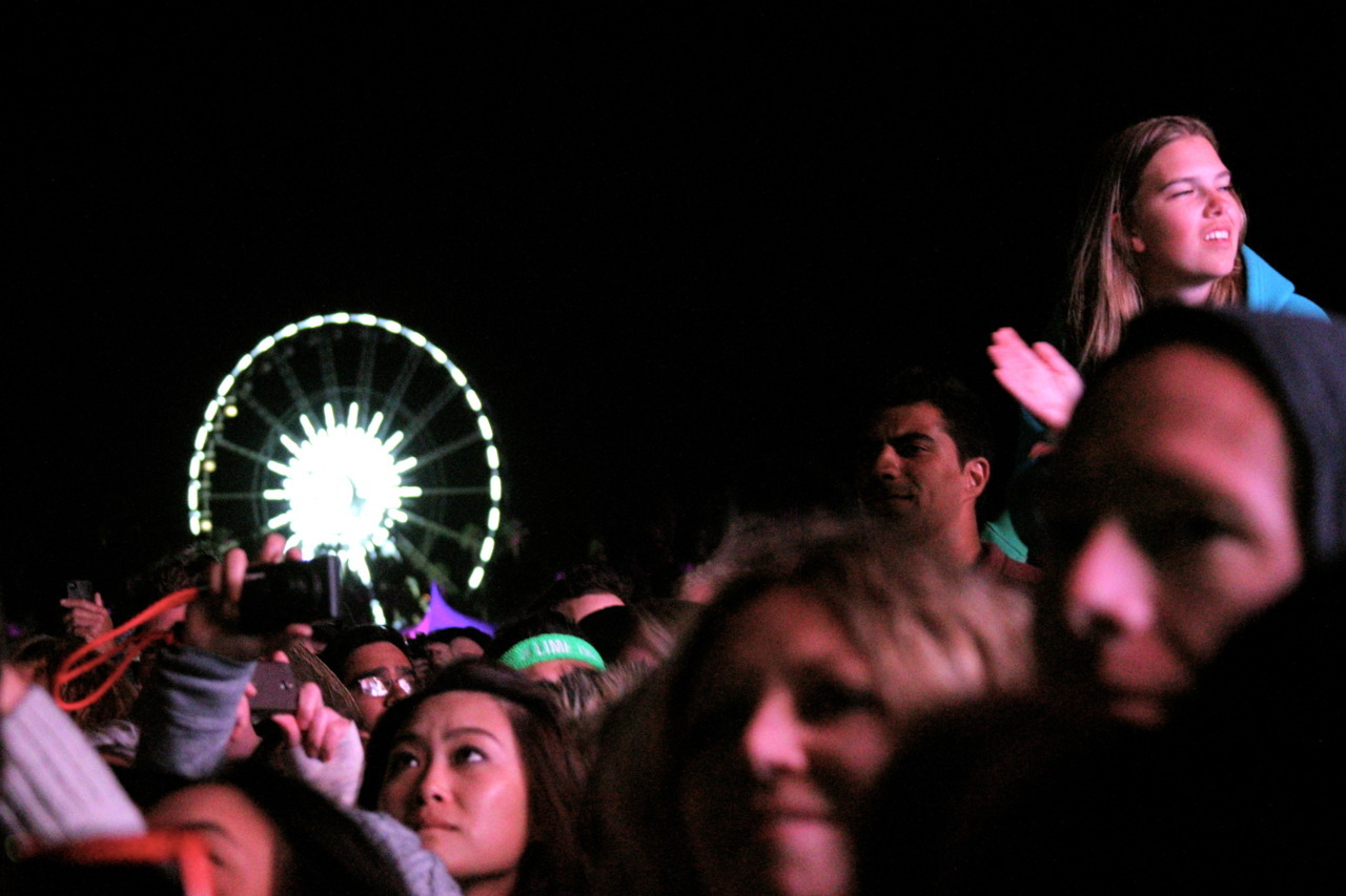 notedlosangeles:Ferris Wheel   Feist Fan, Coachella, 4/14/12