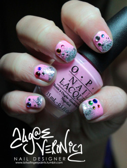 lotsafingerpaints:  Rhinstones and ombré nails. Tutorial coming soon!Algae Veronica on TwitterAlgae Veronica on Facebook