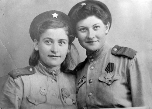 Snipers Catherine Golovakha and Nina Kovalenko, c. WWII. (via English Russia)