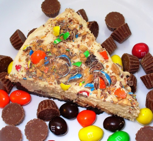 thecakebar:  Peanut Butter Candy Pie! (recipe)