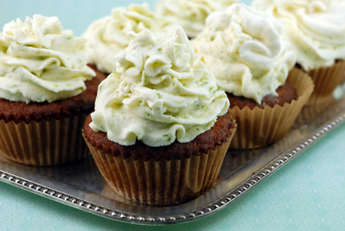 the-cupcakerie:  coconut cupcakes with key lime icing (recipe)