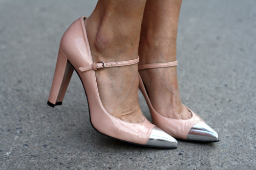 what-do-i-wear:  Capsize de Stuart Weitzman (image: montrealinstyle)