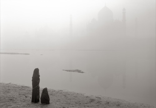 Kenro Izu   Sacred Within, Taj Mahal, India 43 (2008), Platinum-Palladium print