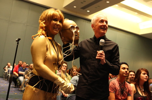 reynardmuldrake:  My C3PO cosplay at C2E2 2012… WITH ANTHONY DANIELS!   Photo by Barry Brecheisen  oh hi girl of my dreams. What are you doing there with Anthony Daniels besides being adorable and looking very VERY good in Gold.