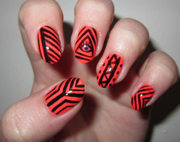 Cute tribal nails! (via ZoeDoesNails)