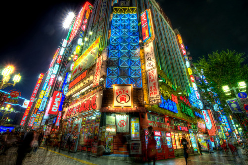 japanlove:  Shinjuku Corner by DanDeChiaro on Flickr.
