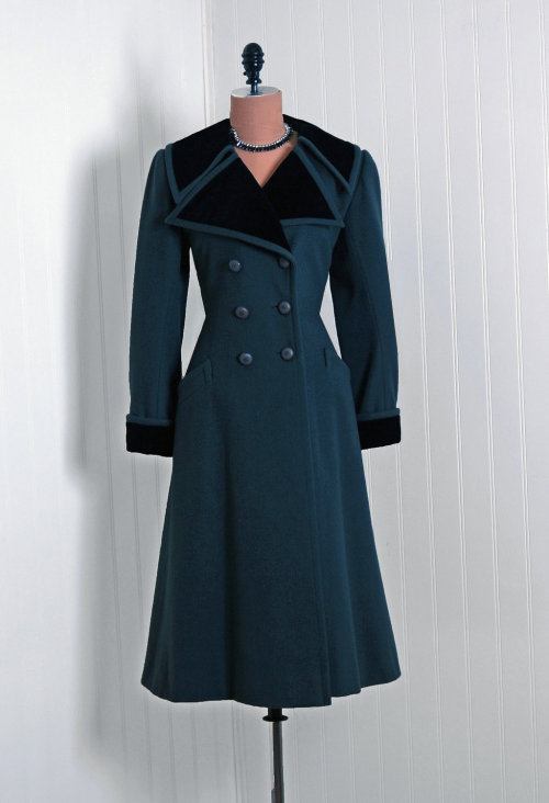 Coat Yves Saint Laurent, 1970s Timeless Vixen Vintage