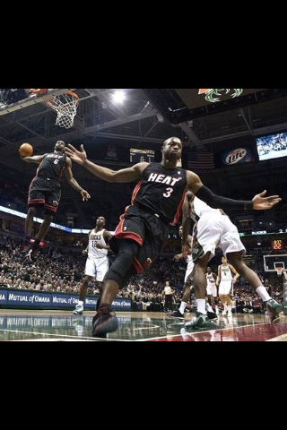 Wade to LeBron alley oop