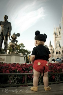 disneydear:  melanie11691:  DAWWW SO CUTE!!   my future child  No words!