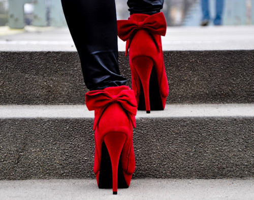 Red Booties - I really want them !!!!