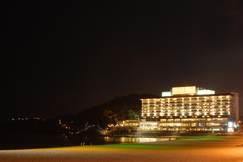 The Westin Chosun Hotel on Flickr.Via Flickr: The Westing Chosun Hoteal on Haeundae(해운대) beach. Started shooting from around 18:00 until 21:00. By the end of the shoot my right hand was so cold that it turned red(caring a metal tripod on the shoulder helped a lot). Good that I visited Lotteria to grab something to eat and to warm up before I head back home. Overall it was a good night. Never knew such cool places exist around Haeundae.