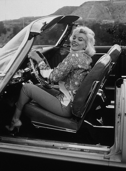 1962: Marilyn photographed by George Barris.