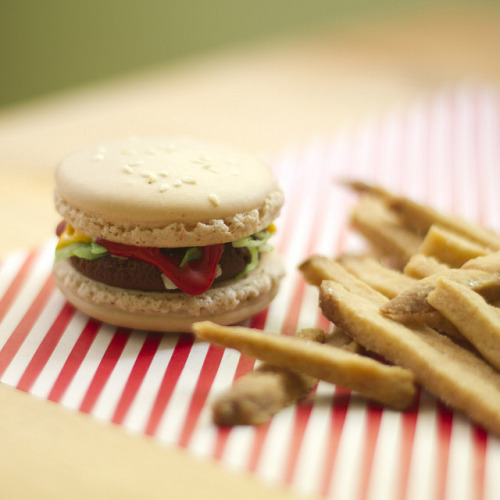 prettyfoods:  burger macarons and shortbread fries (via childerhouse blog)